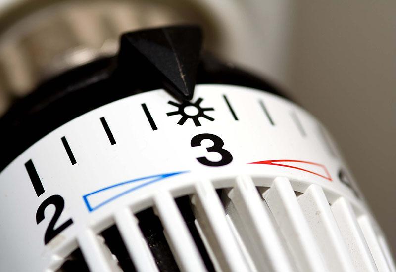 Heizungsthermostat das auf Stufe 3 Sonne eingestellt ist